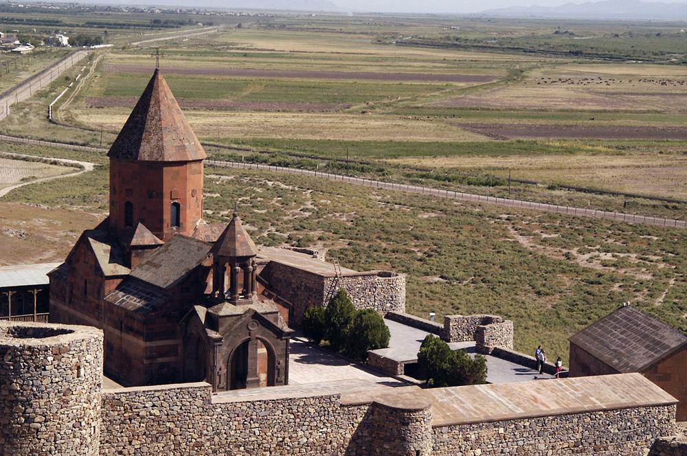 klooster-khor-v-in-landschap-jpg
