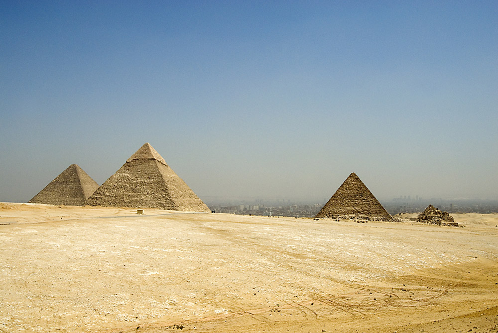 3-piramides-jpg