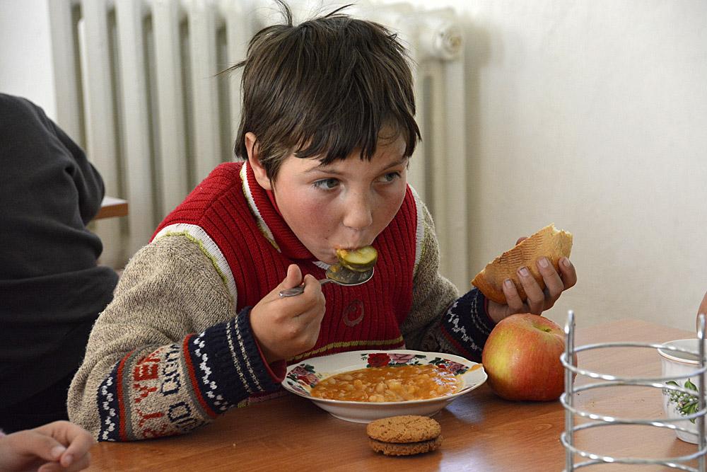 etende jonge 2