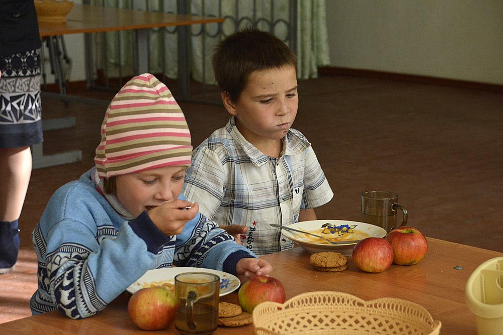 etende kinderen op school 1