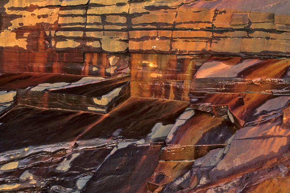 120-rode-rotsen-met-water-1000-jpg
