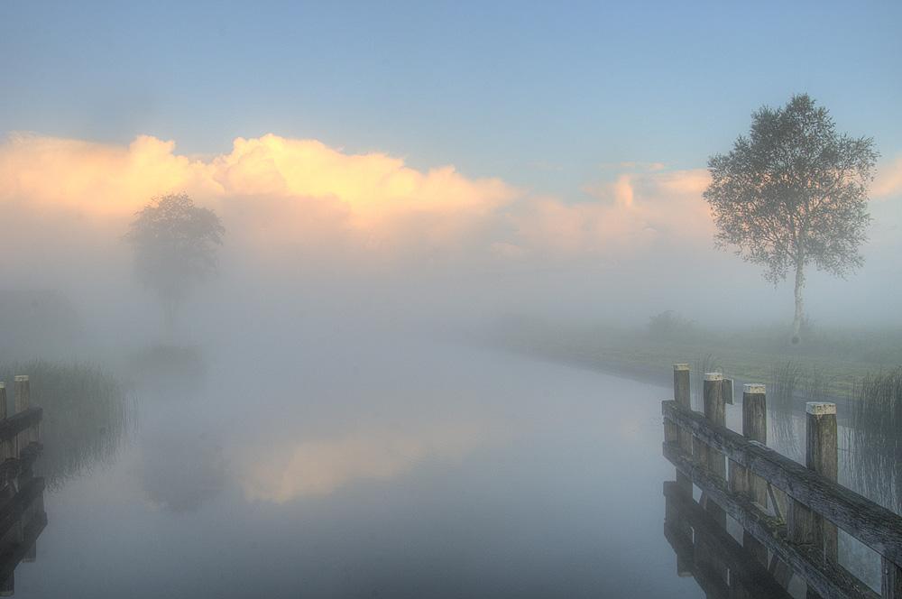 mist Ossenzijlerkanaal vanf de brug Hesselingendijk